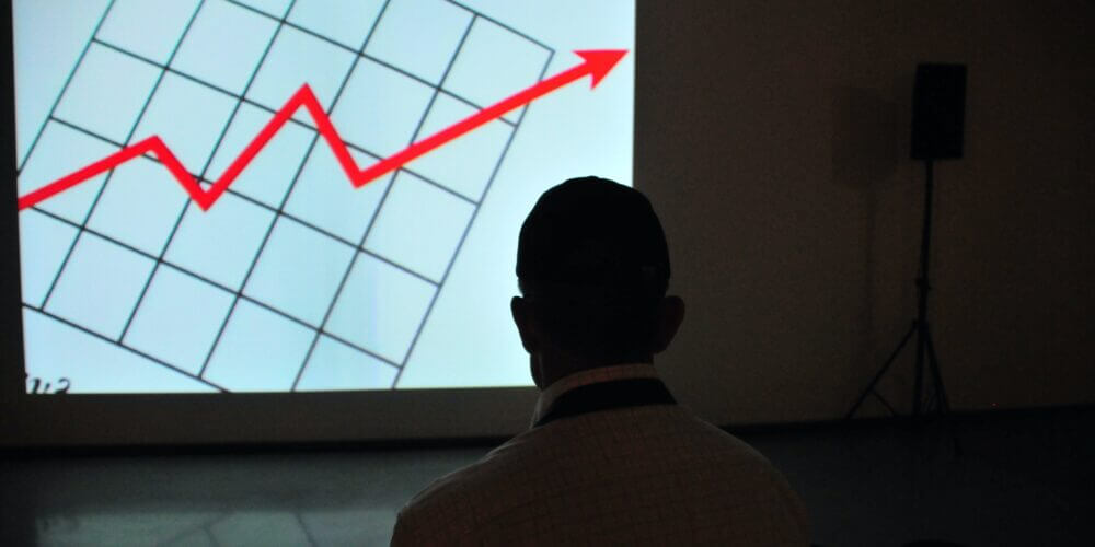 iOSエンジニアのリアルな年収が判明!1000人以上のアンケート結果から考察